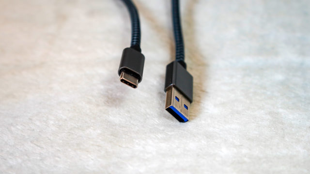 「USB Type-C ⇔ USB 3.0 or 3.1」