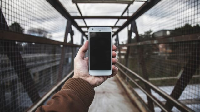 【Pixel 4】顔認証テストでGoogle社員が路上でデータ収集?の目撃情報
